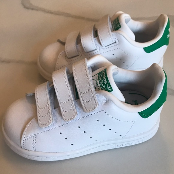 new product 19f21 2f799 Adidas Unisex Toddler Stan Smith Velcro Sneakers